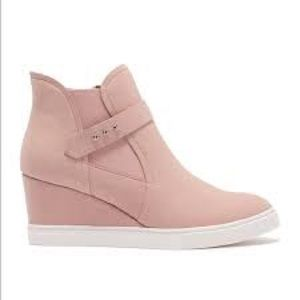 Linea paolo pale pink wedgie sneaker size 10M